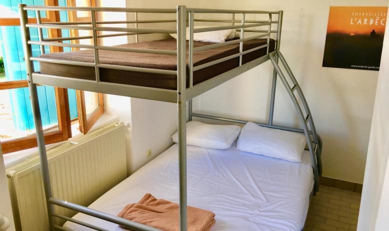 Gîtes de France - Chambre 1:1 lit double(1,40) et 1 lit simple