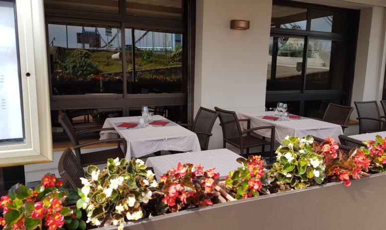 ©Restaurant Le Saint-Georges - terrasse face aux quais