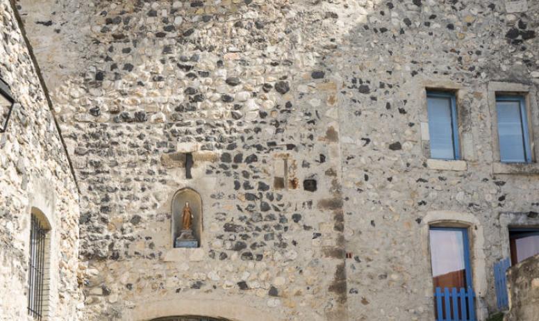 T.ZILBERMAN - Porte sud du village fortifié