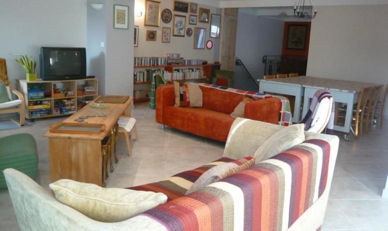 Gîtes de France - 1er étage: séjour/salon . Tv, télephone, connexion internet, nombreux jeux enfants et de sociéte