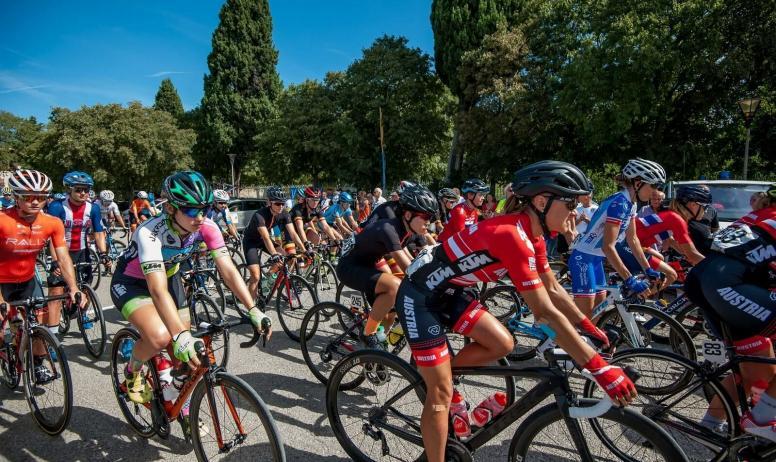 TCFIA_Facebook - Arrivée d'étape du Tour Cycliste Féminin International de l'Ardèche_Saint-Félicien