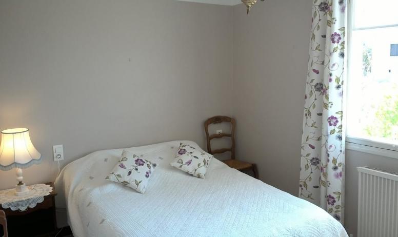 Gîtes de France - L'autre chambre, lit de 140cm.
