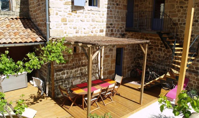 colliot - jardin terrasse escalier gite colliot rosieres ardeche