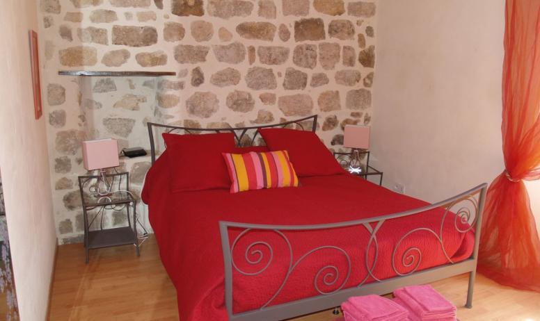 colliot - chambre lit double gite colliot rosieres ardeche