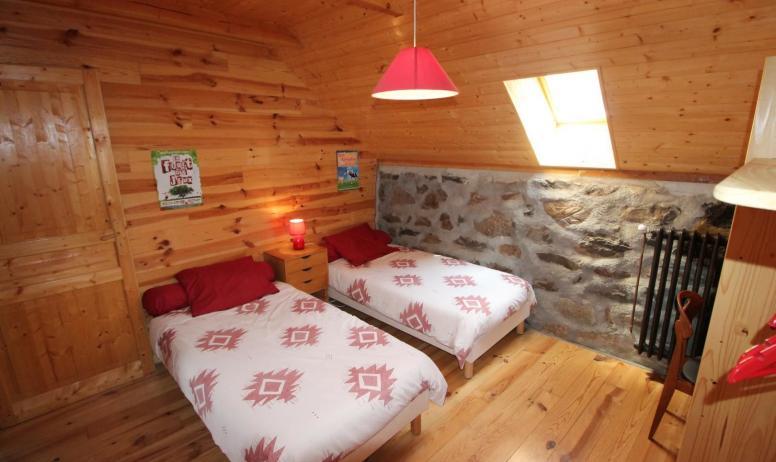 Gîtes de France - Chambre avec 2 lits en 90, esprit montagne