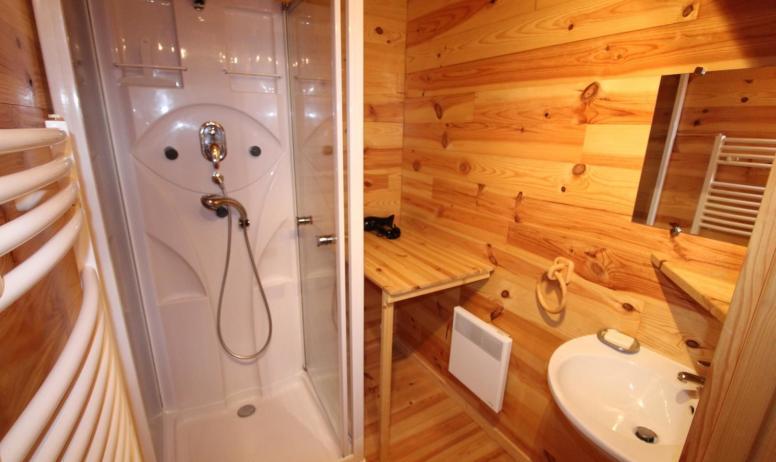 Gîtes de France - Salle d'eau avec cabine de douche multi jets