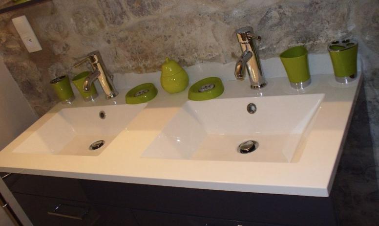 Clévacances - Double vasque salle d'eau
