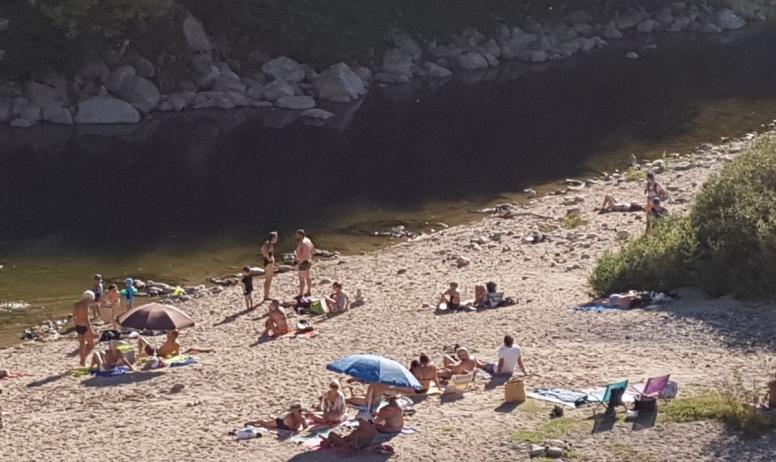 """Clévacances - Coin baignade et départ """"Descente de l'Ardèche"""" à proximité du Gîte Luna"""