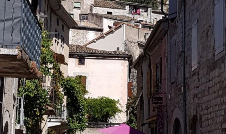 Clévacances - Ruelle de Vogüé Village