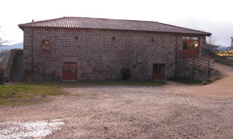 Agnès Desbos - Cour du Château de Bellecombe