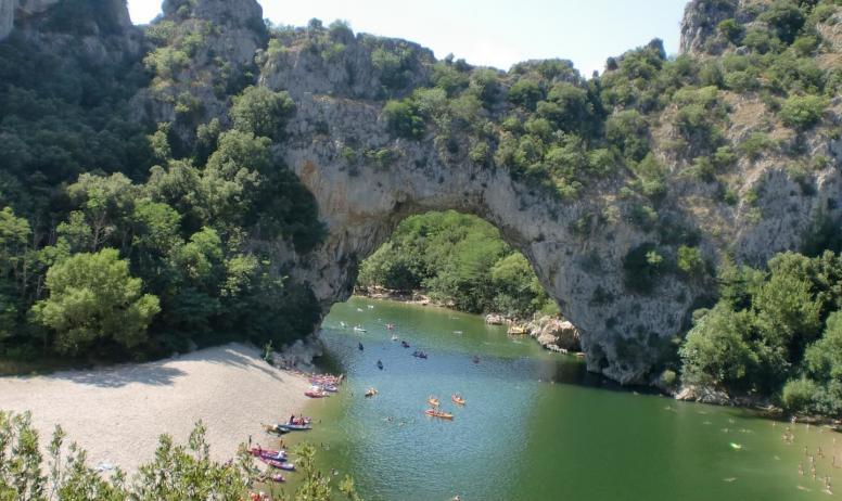 Gîtes de France - Le Pont d'Arc avec activités canöé sur les gorges de l'Ardèche ou juste à côté du Gîte sur les gorges du Chassezac