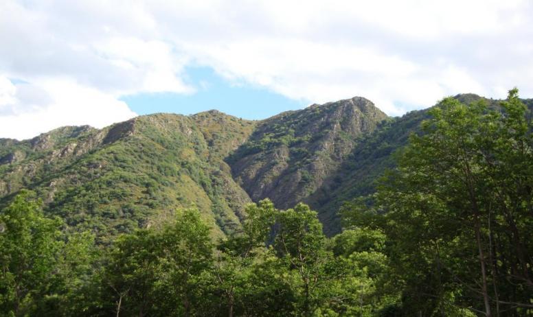 Gîtes de France - La montagne du Serre de Barre en face du Gîte
