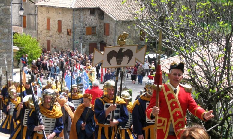 ©Mairie Burzet - Burzet - Calvaire - La procession 1