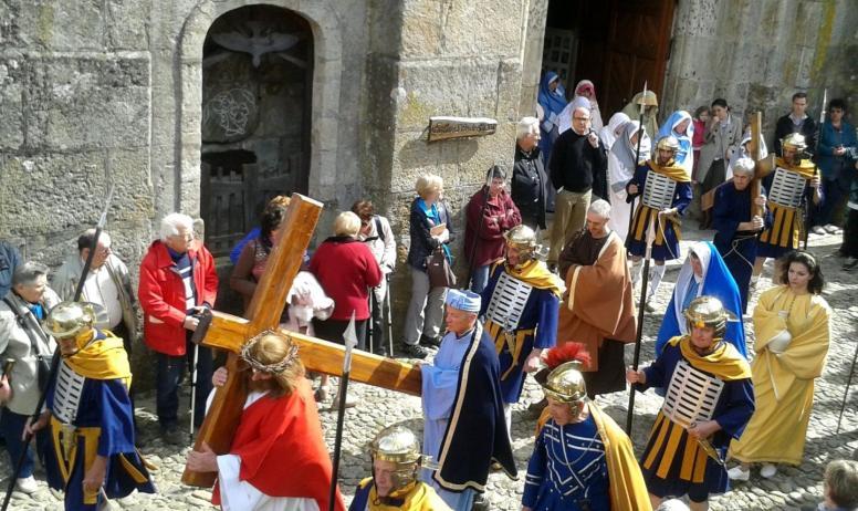 ©Mairie Burzet - Burzet - Calvaire - La procession 2