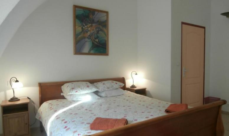 Gîtes de France - Première chambre, avec une lit double grand format - 180x200 cm, et une salle de bain en suite