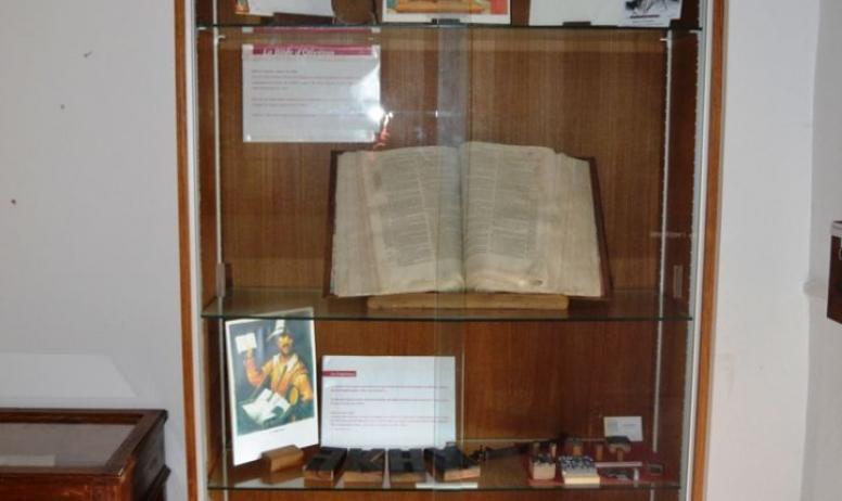 Jipéhès Musée du Vivarais Protestant. - Vitrine expo du Musée